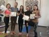 выпускники курса йоги в гамаках